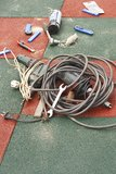Diversas herramientas en fondo tejado Foto de archivo