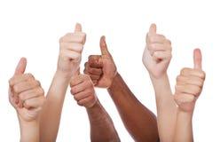 Diversas manos que muestran los pulgares para arriba Imagenes de archivo
