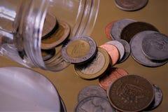 Diversas monedas de las monedas fotografía de archivo libre de regalías