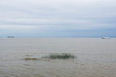 Diversas naves en el agua abierta Imágenes de archivo libres de regalías