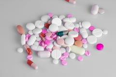 Diversas píldoras de las tabletas Fotografía de archivo