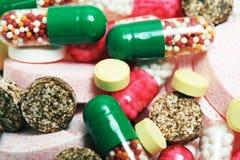 Diversas píldoras médicas Fotos de archivo libres de regalías