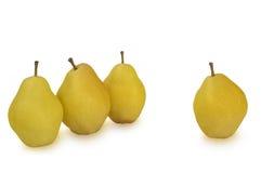 Diversas peras amarelas isoladas no branco Imagem de Stock