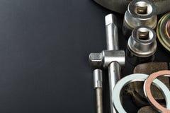 Diversas piezas y herramientas del coche imagenes de archivo
