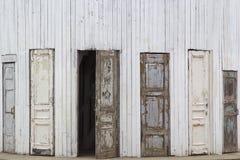 Diversas portas de madeira velhas Imagem de Stock