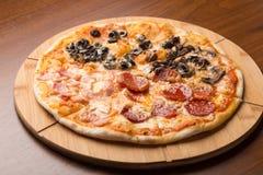 Diversas rebanadas de pizza Imagen de archivo libre de regalías