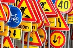 Diversas señales de tráfico coloreadas fotografía de archivo libre de regalías