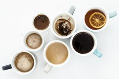 Diversas tazas de café en el fondo blanco Fotos de archivo libres de regalías