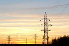 Diversas torres de la transmisión. Foto de archivo libre de regalías