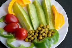 Diversas verduras en una placa Fotos de archivo