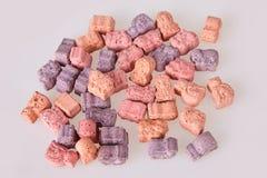Diversas vitaminas para los niños en un fondo blanco fotografía de archivo libre de regalías