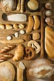 Diverse boulangerie sur le fond de blé Photo libre de droits