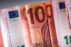 Diverse centinaia euro banconote impilate da valore Banconote dell'euro di Rolls Euro soldi di valuta Fotografia Stock