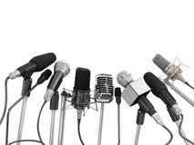 Diverse die microfoons bij persconferentie worden gericht royalty-vrije stock afbeeldingen
