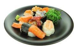Diverse die sushibroodjes op witte achtergrond worden geïsoleerd Stock Foto