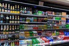 Diverse dranken op vertoning in een gemakopslag in Las-vegasstrook royalty-vrije stock foto's