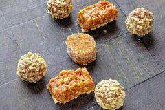 Diverse eigengemaakte snoepjes van de verschillende kant van het vormenlandschap wijd Stock Foto's