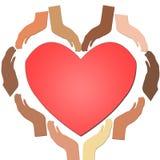 Diverse Etnische Handen die samen een hart met rood hart in het centrum, concept eenheid en vertrouwen en liefde vormen royalty-vrije illustratie