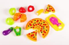 Diverse fausse nourriture en tant que jouets sur le fond blanc Images stock