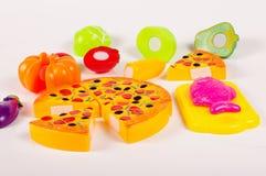 Diverse fausse nourriture en tant que jouets sur le fond blanc Image stock