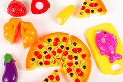 Diverse fausse nourriture en tant que jouets sur le fond blanc Photographie stock libre de droits
