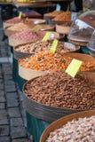 Diverse gebakken zaden en noten Stock Afbeelding