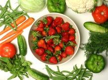 diverse groenten en aardbei Royalty-vrije Stock Afbeeldingen