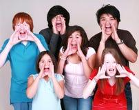 Diverse groep jonge geitjes het schreeuwen Royalty-vrije Stock Foto's