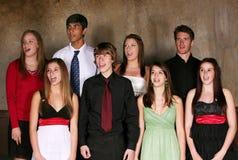 Diverse groep tienerjaren het presteren Stock Foto's
