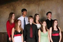 Diverse groep tienerjaren het presteren Stock Foto