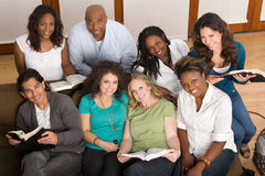 Diverse groep vrouwen die samen studing Royalty-vrije Stock Foto