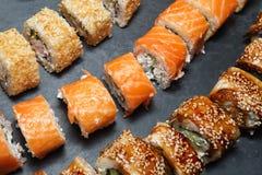 Diverse heerlijke Types van Sushibroodjes Royalty-vrije Stock Afbeelding