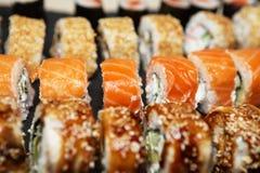 Diverse heerlijke Types van Sushibroodjes Royalty-vrije Stock Foto's