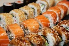 Diverse heerlijke Types van Sushibroodjes Royalty-vrije Stock Afbeeldingen