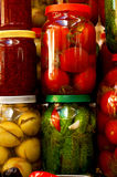 Diverse ingeblikte groenten en fruit Royalty-vrije Stock Foto