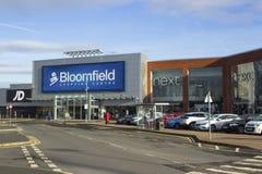Diverse kleinhandelswinkelvoorzijden op het populaire Winkelende Centrum van Bloomfield in de Provincie van Bangor neer Royalty-vrije Stock Afbeelding