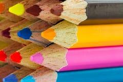 Diverse kleurenpotloden Stock Afbeeldingen