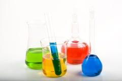 Diverse kleurrijke flessen stock afbeelding