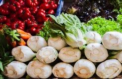 Diverse kleurrijke verse groenten in de fruitmarkt, Catanië, Sicilië, Italië royalty-vrije stock afbeelding