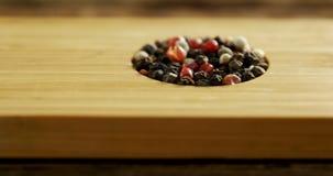 Diverse kruiden in houten dienblad 4k stock video