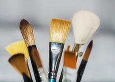 Diverse kunstenaars schilderen borstels Stock Foto