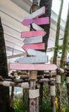 Diverse lege houten tekens in roze kleurenschemathema stock afbeelding