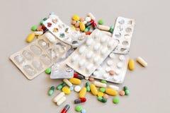 Diverse medicijnen, geneeskunde en tablet royalty-vrije stock afbeelding