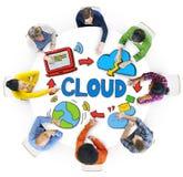 Diverse Mensen die over Wolkennetwerk bespreken Stock Fotografie