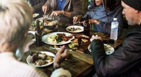 Diverse Mensen Hang Out Pub Friendship Concept royalty-vrije stock fotografie