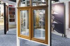 Diverse modellen van vensters in de tentoonstellingszaal van de opslag Royalty-vrije Stock Afbeelding