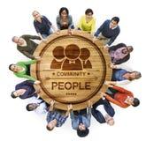 Diverse Multi-etnische Mensen in de Handen van een Cirkelholding royalty-vrije stock afbeelding