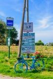 Diverse tekens in de dorps heilige-Pierre-Engels-Haven Royalty-vrije Stock Afbeeldingen