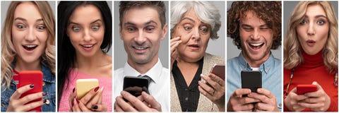 Diverse verraste mensen met smartphones stock foto's