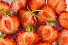 Diverse verse de zomervruchten Rijpe aardbeien op witte achtergrond Aardbeien met exemplaarruimte voor tekst Stock Fotografie